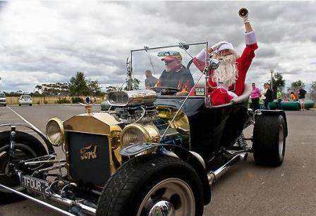 T-Bucket Hot Rod Santa