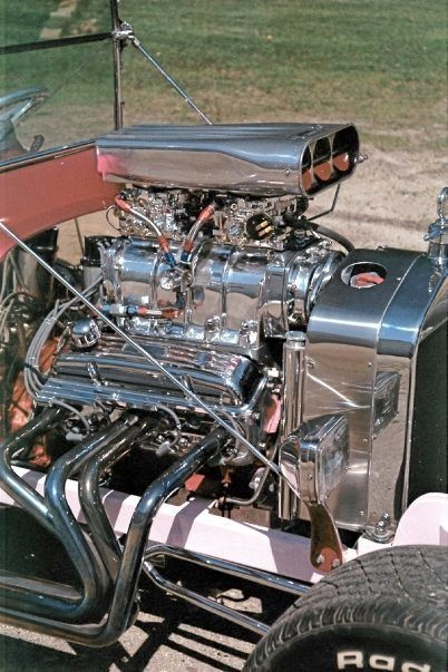Bobby Field T-Bucket engine Nas-Tee