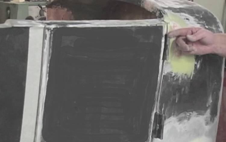 opening T-Bucket door